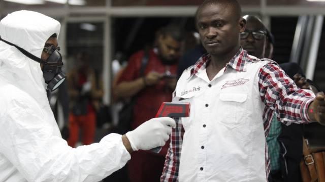 Ebola-Kontrolle am Flughagen von Lagos in Nigeria (Archiv)