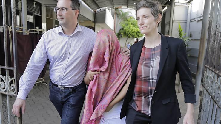 Die sri-lankische Angestellte der Schweizer Botschaft in Colombo wurde am Montag nach der Hinterlegung einer Kaution aus der Haft entlassen.