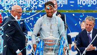 Der nächste Pokal: Rafael Nadal badet nach seinem 11. Titel in Barcelona im Konfettiregen