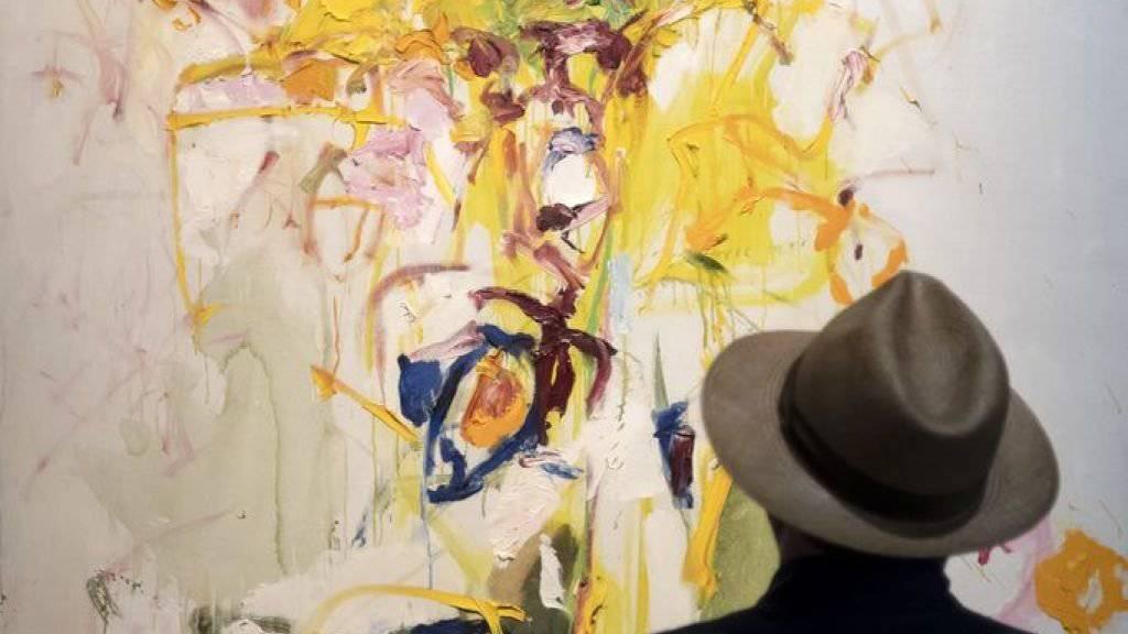 Besucher vor dem Bild «Composition» (1969) von Joan Mitchell. Es wurde an der Art Basel für 14 Millionen Dollar verkauft.
