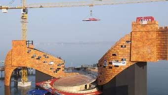 Die Chinesische Mauer wird auf der Bregenzer Seebühne aufgebaut