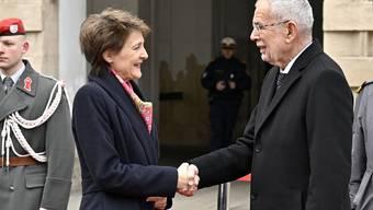 Es ist Tradition, dass der erste Auslandbesuch nach Österreich führt. Bundespräsidentin Sommaruga traf auf Amtskollege Van der Bellen.
