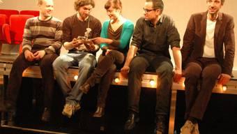 Kati Rickenbach (Mitte) übergibt ihr Amt ans Theater Marie: Pascal Nater, Erik Noorlander, Olivier Bachmann und Patric Bachmann (v.l.). kus