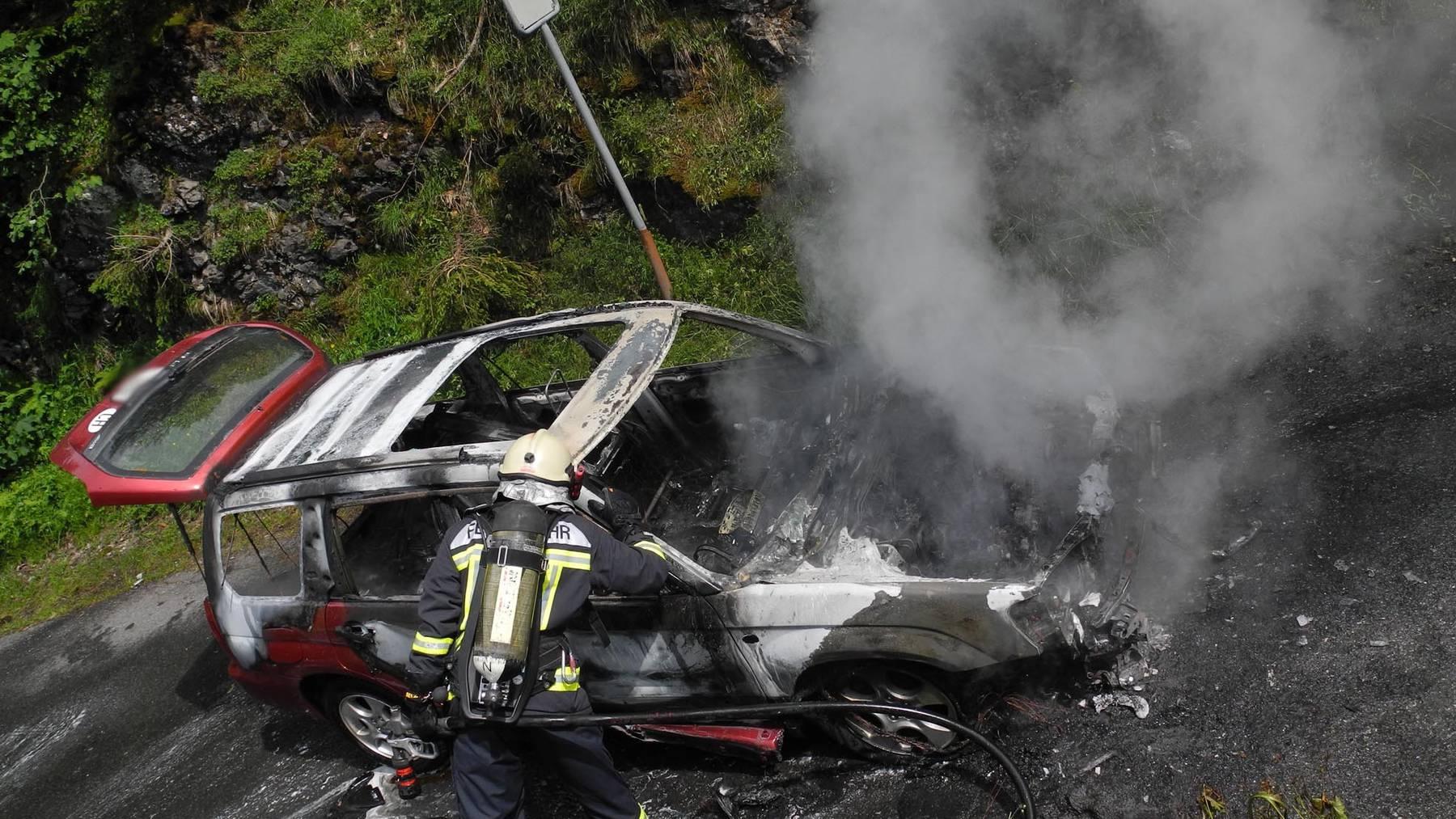 Auto in Muotathal komplett ausgebrannt