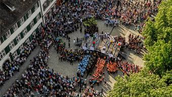 Herrliche Vielfalt: Der Jubiläumsakt des Festivals auf dem Münsterplatz. Martin Töngi