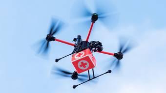 Drohnen bringen Temperatur-Scanner zu den Menschen. (Symbolbild)