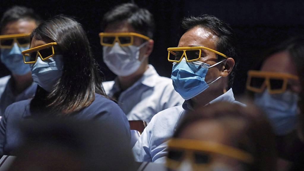 Hongkong schliesst Schulen nach neuem Coronavirus-Ausbruch