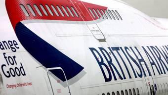 Kein Klassenwechsel: zwei Passagiere streiten sich an Bord einer British Airways-Maschine mit der Crew, bis der Pilot eine Zwischenlandung einlegt. (Symbolbild)