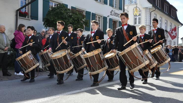 Die Jungtambouren der Kadettenmusik Aarau