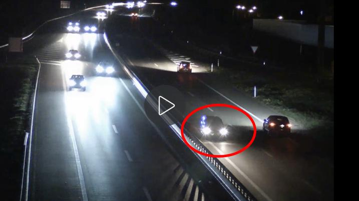 Der 56-jährige Autofahrer wendete sein Auto gleich zweimal auf der A13.