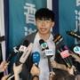 Der Protestführer und Demokratie-Aktivist Joshua Wong Chi-fung vor den Medien, nachdem an Gericht seine Berufung abgelehnt hatte. Er muss nun erneut für zwei Monate ins Gefängnis.