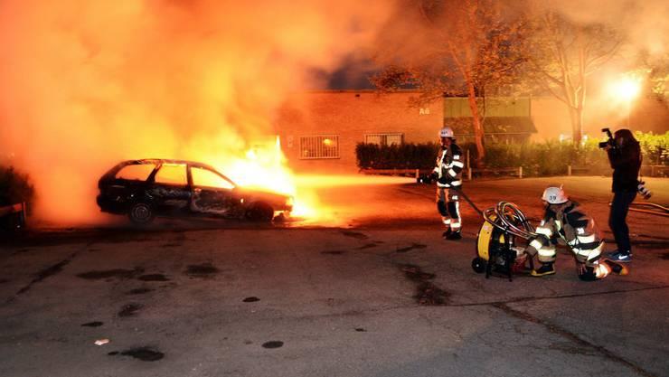 Seit Sonntag brennen in Husby, ein Vorort von Stockholm, jede Nacht mehrere Autos