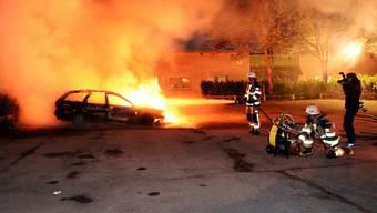 Krawalle in Stockholm: Mehrere Autos werden in Brand gesetzt
