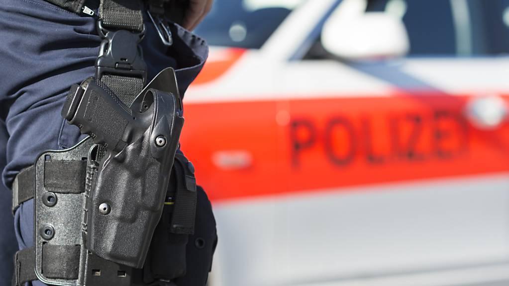 Die Zuger Polizei hat wegen einer Softair-Waffe ausrücken müssen. (Symbolbild)