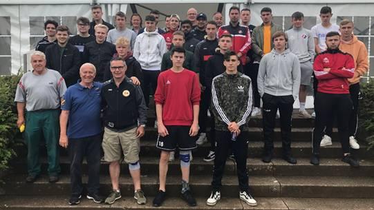 Abschlussaktion der Juniorenmannschaften des FC Laufenburg-Kaisten und des SV Muttenz.