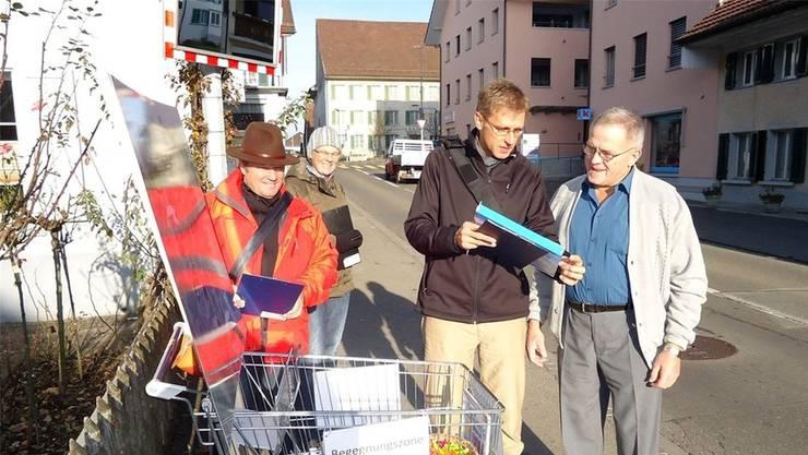 Seit November 2012 sammeln Mitglieder der SP-Ortspartei Unterschriften für eine sicherere Poststrasse. Parallel dazu gibt der Gemeinderat nun eine Vorstudie in Auftrag. (Archiv/Fritz Thut)