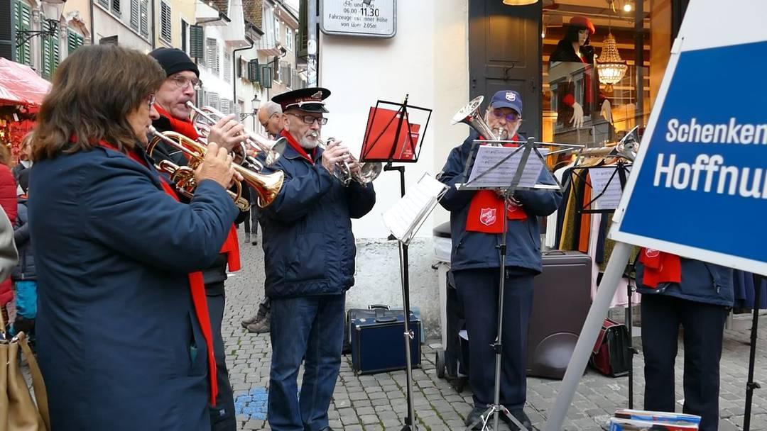 Die Musik der Heilsarmee Solothurn spielt am Chlausemäret 2018 weihnachtliche Stücke