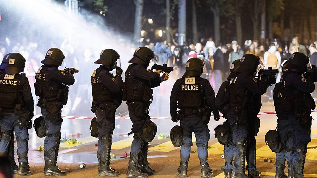 Wieder Wasserwerfer an unbewilligter Corona-Demo in Bern