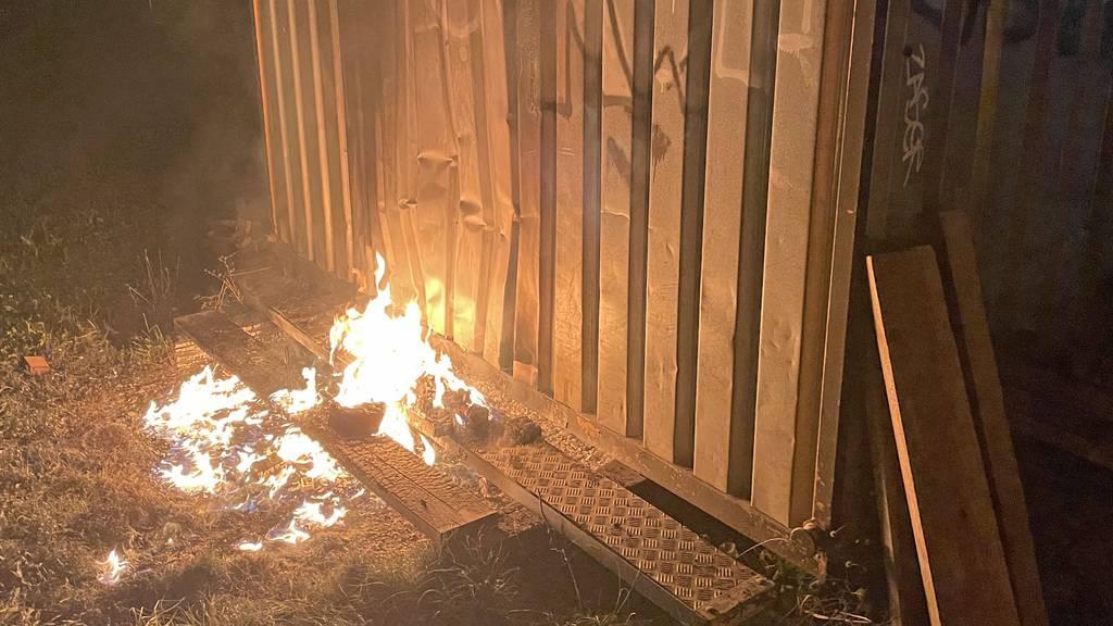 Nach vier Kleinbränden in Hochdorf sucht Polizei Feuerteufel