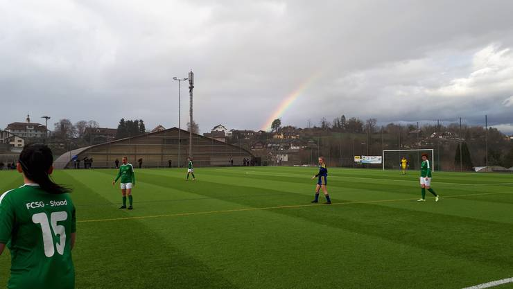 Das Wetter machte den Spielerinnen auch in der zweiten Halbzeit zu schaffen.