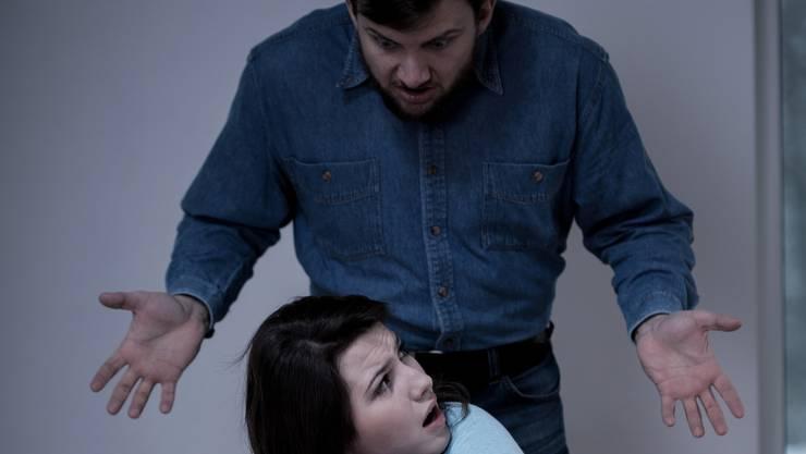 Auch Streitereien gelten als Akt der häuslichen Gewalt.
