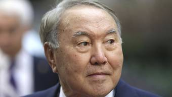 ARCHIV - Nursultan Nasarbajew, damaliger Präsident von Kasachstan, nimmt am EU-Asien-Gipfel teil. Der frühere Langzeitpräsident Kasachstans in Zentralasien hat sich mit dem Coronavirus infiziert. Foto: Olivier Matthys/AP/dpa