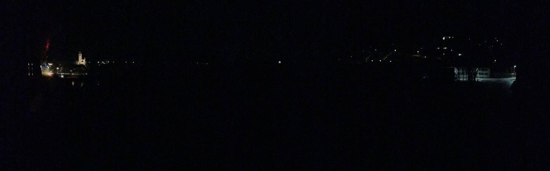 Aarau im Dunkeln: Irgendwie schön, aber auch ein bisschen mühsam, wenn man wie der Fotograf gerade eine Wäsche in der Maschine hat.