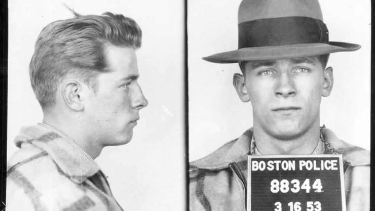 """Polizeifotos von James """"Whitey"""" Bulger aus dem Jahr 1953."""