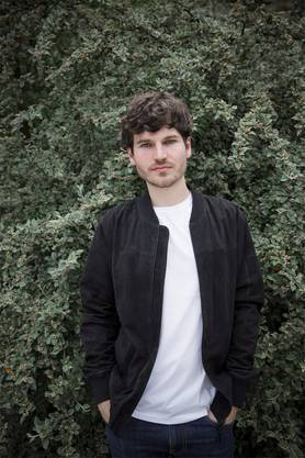 James Gruntz (28, Basel) hat mit seinem letzten Album «Belvedere» die Top 10 erreicht und gewann 2015 einen Swiss Music Award.