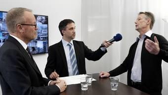 Kontroverse Limmattalbahn: Befürworter Hans Egloff (links) und Bahn-Gegner Christian Meier (rechts) diskutieren unter der Leitung von Jürg Krebs, Chefredaktor der Limmattaler Zeitung.