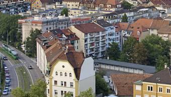 Das Parlament will nicht, dass Mietkosten direkt vom steuerbaren Einkommen abgezogen werden. (Blick vom Turm der Antoniuskirche auf das St. Johanns-Quartier.)