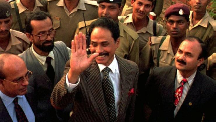 Bangladeschs ehemaliger Militärmachthaber Hussain Muhammad Ershad (Mitte) ist tot. (Archivbild)