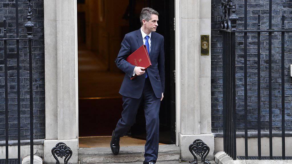Der entlassene britische Verteidigungsminister Gavin Williamson beim Verlassen des Regierungssitzes Downing Street (Archivbild)