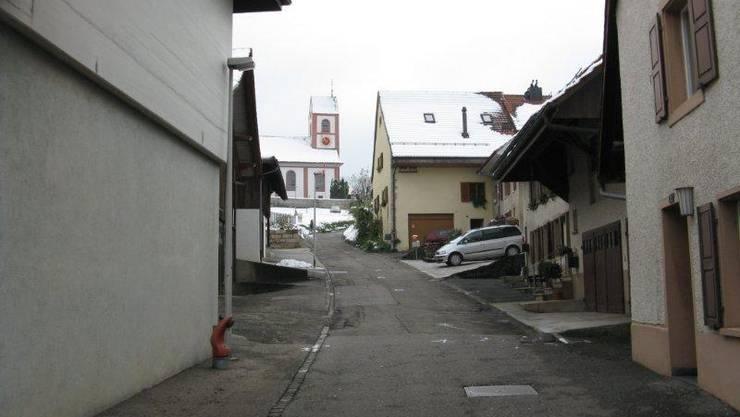 Die Kirchstrasse befindet sich in äusserst schlechtem Zustand und muss dringend saniert werden.