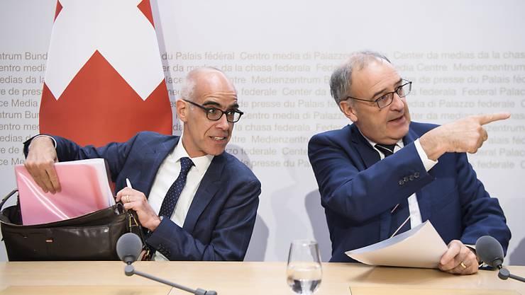 Ab 16. März 2020 neuer Direktor im Bundesamt für Wohnungswesen: Martin Tschirren (links) bei der Vorstellung durch Bundesrat Guy Parmelin in Bern.