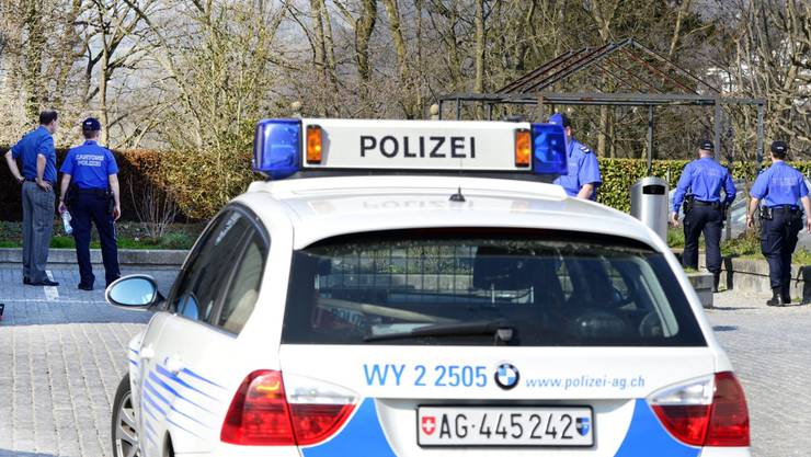 Polizisten der Kapo Aargau bei einer Kontrolle. Symbolbild.