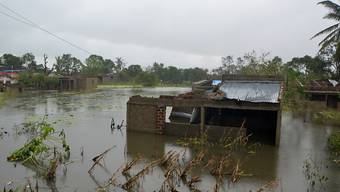 In Mosambik stehen nach dem verheerenden Tropensturm Idai Dörfer stellenweise bis zu sechs Meter unter Wasser.