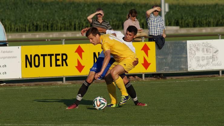 Wohlens Testspieler Sasa Jovanovic (gelbes Dress)