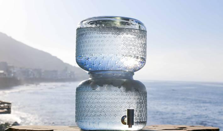 Das pure Wasser für 35 Franken wird in luxuriösen Behältern geliefert.