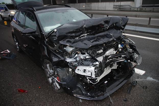Es entstand gemäss Polizeiangaben vom Samstag ein Sachschaden von mehreren 10'000 Franken.