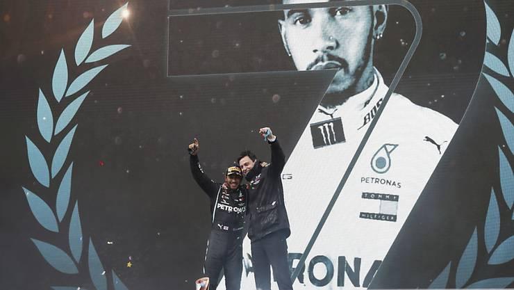 Er ist und bleibt der Grösste: Lewis Hamilton (hier mit Teamchef Toto Wolff)