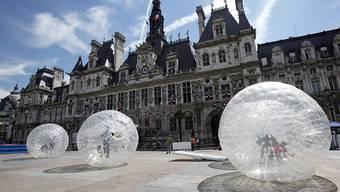 Soll im Winter für Obdachlose für Übernachtungen geöffnet werden: das prunkvolle Pariser Rathaus Hôtel de Ville in der Innenstadt. (Archivbild)