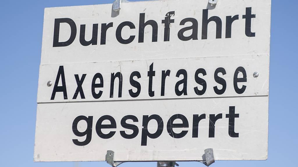 Sperrung der Axenstrasse nach Steinschlag wieder aufgehoben