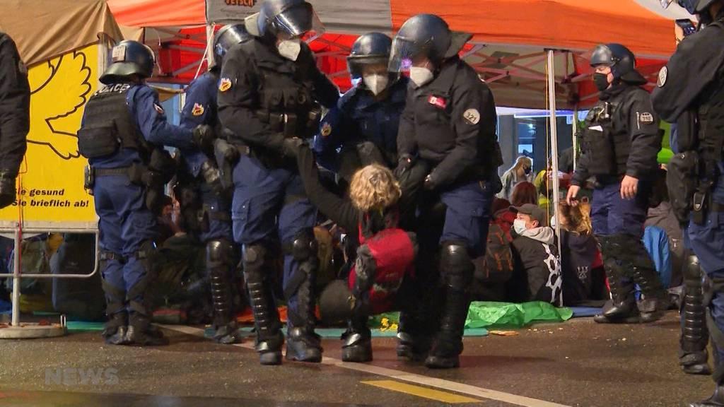 Polizei muss Räumen: Klima-Aktivisten weigern sich freiwillig zu gehen