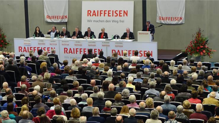 1337 Genossenschafter der Raiffeisenbank Böttstein besuchten die Generalversammlung in der Go Easy-Arena in Siggenthal Station.