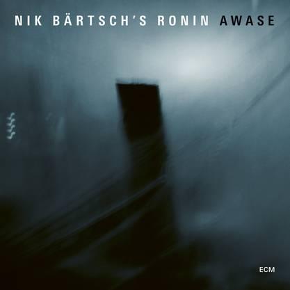 Repetitiv-groovende Module bilden den Kern des Bandkonzepts des Schweizer Pianisten. «Awase« ist Musik mit hypnotischer Wirkung.
