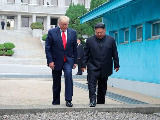 Ein Moment für die Geschichtsbücher: Donald Trump übertritt am 30. Juni 2019 gemeinsam mit Kim Jong-Un die Grenze zu Nordkorea.