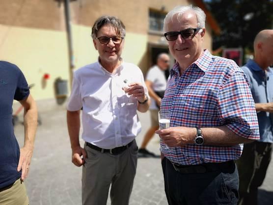Der heutige Stadtrat Hanspeter Thür (l.) war bis Ende 2017 Projektkoordinator Alte Reithalle. Mit ihm freut sich alt Stadtpräsident Marcel Guignard.