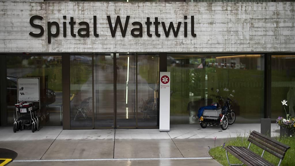 Dürfte die Gemeinde Wattwil das Spitalgebäude zurückkaufen? Zu dieser Frage gibt es unterschiedliche Ansichten zwischen Regierung und Gemeinde. (Archivbild)