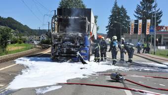 Lastwagen-Brand auf der Suhrerstrasse in Gränichen